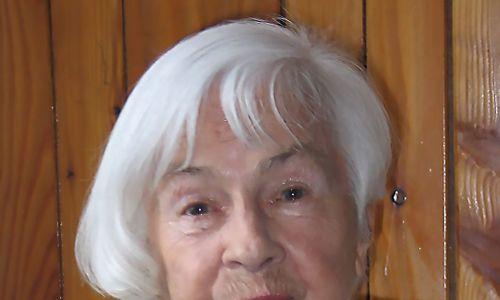 """Nasze drogi zeszły się niedługo po powstaniu gazety """"Znad Popradu"""". Danuta zamówiła sobie nawet prenumeratę, bo chciała być na bieżąco z tym, co dzieje się w jej rodzinnym regionie. Zdjęcie w redakcji w 2004 r. Fot. Barbara Paluchowa"""