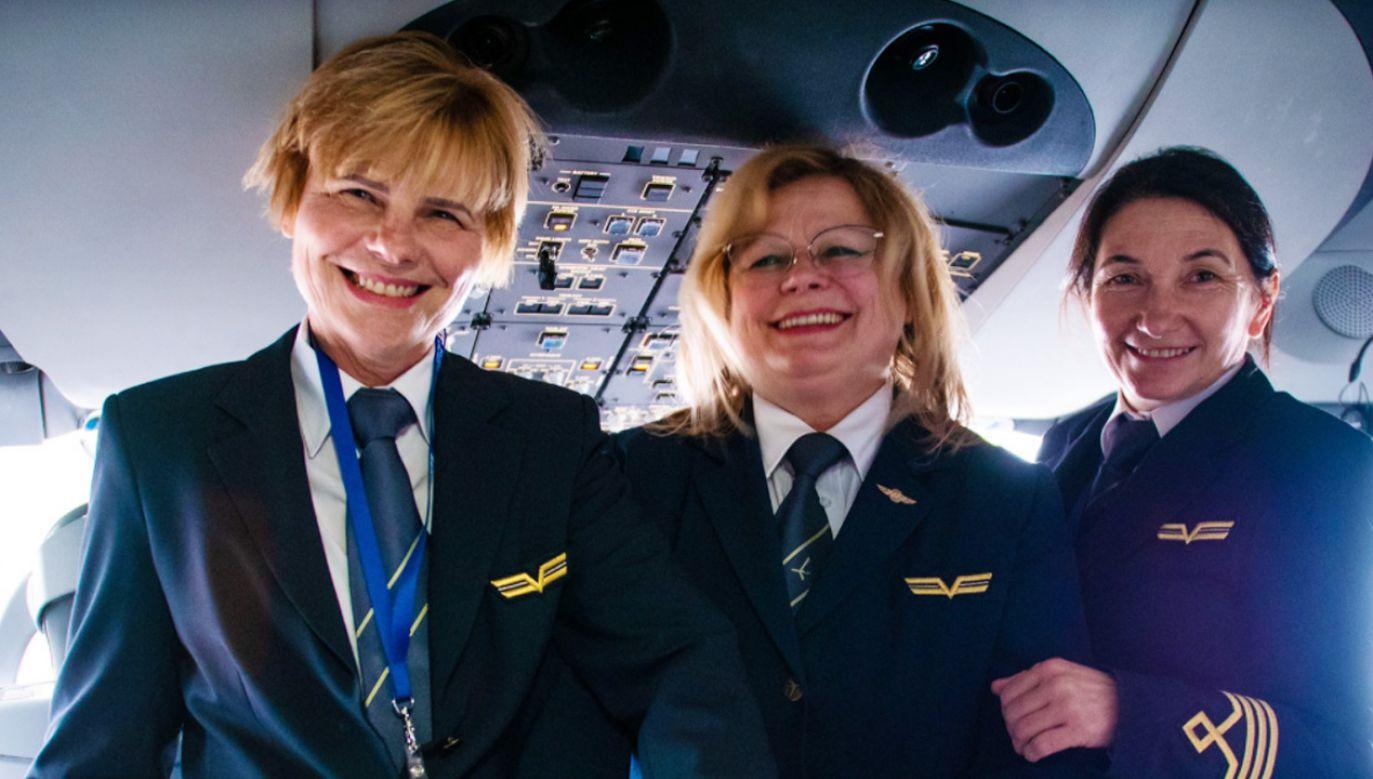 Ostatnim rejsem Adelajdy Szarzec-Tragarz (pierwsza po lewej) przed emeryturą był lot z Seulu do Warszawy (fot. Facebook/LOT Polish Airlines)