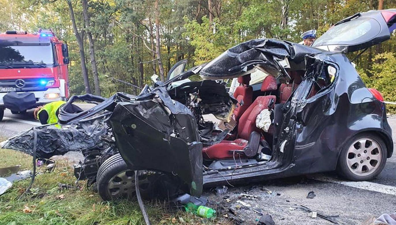 Śmiertelny wypadek na DW631 (fot. Facebook/Komenda Powiatowa Państwowej Straży Pożarnej w Legionowie)