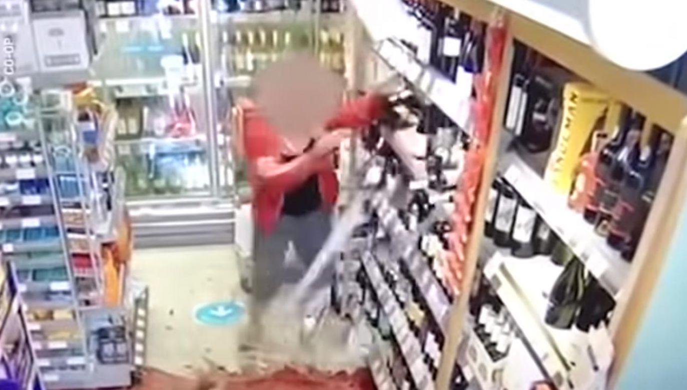 Na filmie widać, jak klientka demoluje wnętrze sklepu (fot. YouTube/Metro UK)