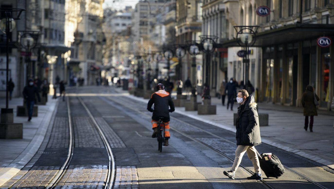 W niektórych krajach Europy obowiązuje godzina policyjna (fot. PAP/EPA/LAURENT GILLIERON)