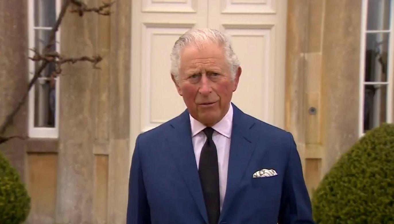 Książę Karol wygłosił  przed Highgrove House krótkie oświadczenie w związku ze śmiercią swojego ojca (fot. źródło: Twitter/@RoyalFamilyITNP)