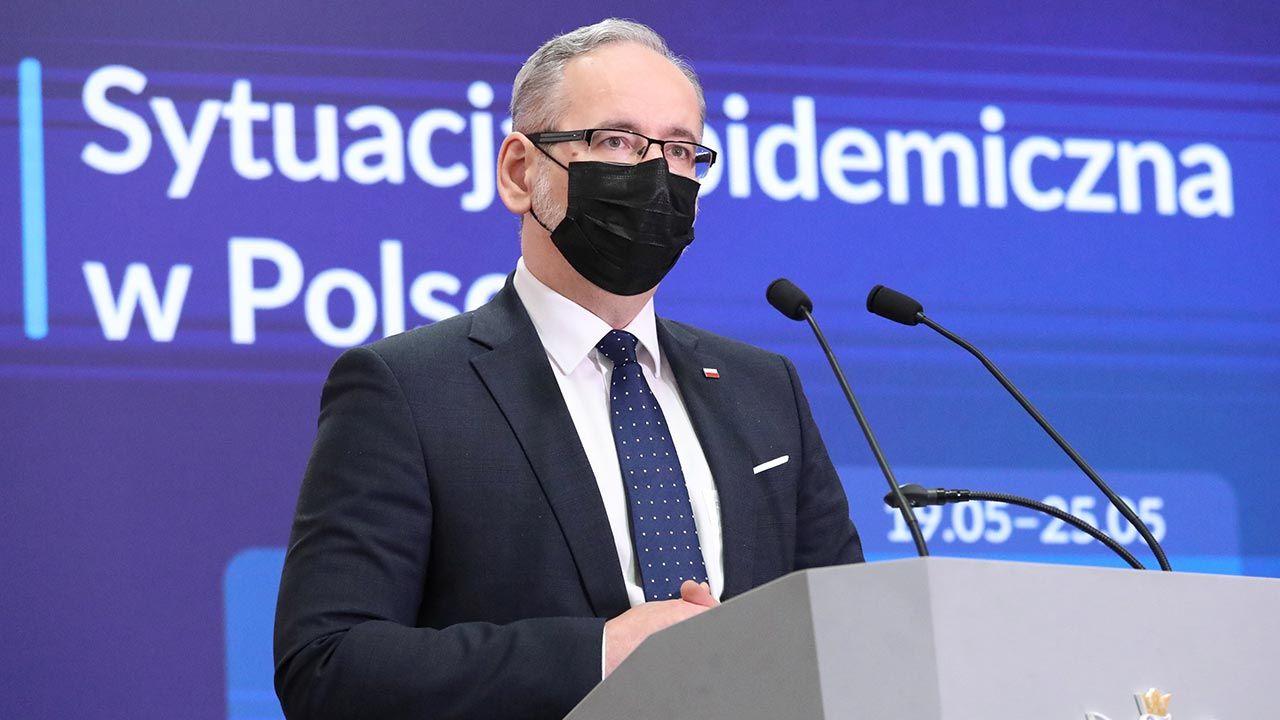 Luzowanie obostrzeń. Kiedy konferencja ministra zdrowia Adama Niedzielskiego? (fot.  PAP/Tomasz Gzell)