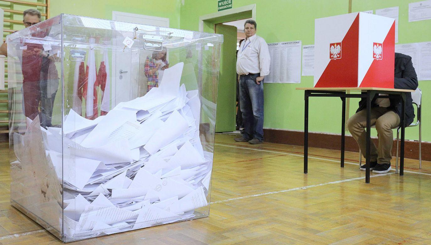 Wybory do Senatu wygrał tu kandydat KO Marek Borowski (fot. PAP/Paweł Supernak, zdjęcie ilustracyjne)