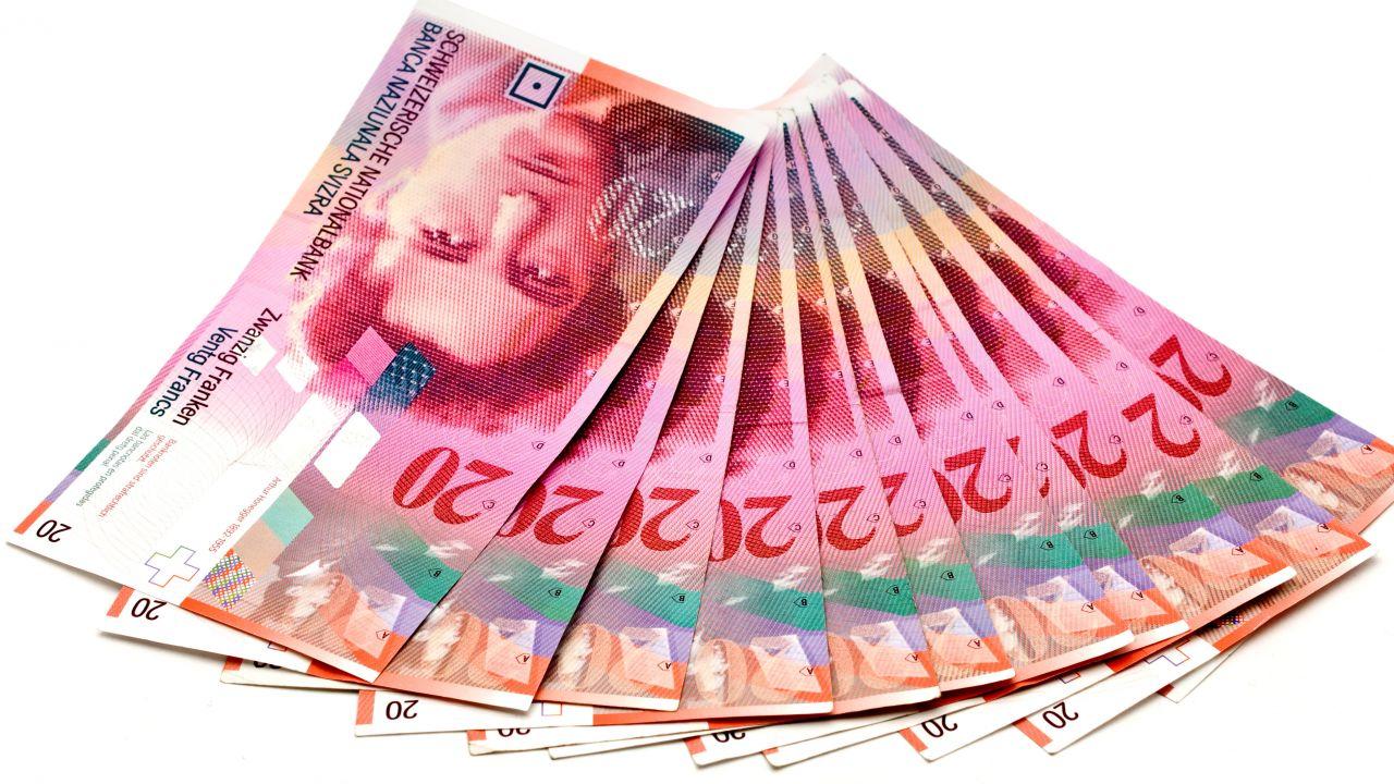 Zdaniem szefa banku centralnego Szwajcarii, kurs franka jest teraz przewartościowany (fot. freeimages.com/rolve)