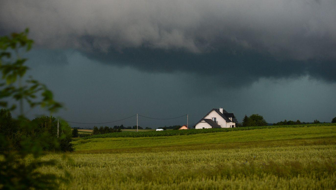 Mieszkańcy południowo-wschodniej części kraju mogą sie spodziewać kolejnych opadów deszczu (fot. Artur Widak/NurPhoto via Getty Images)