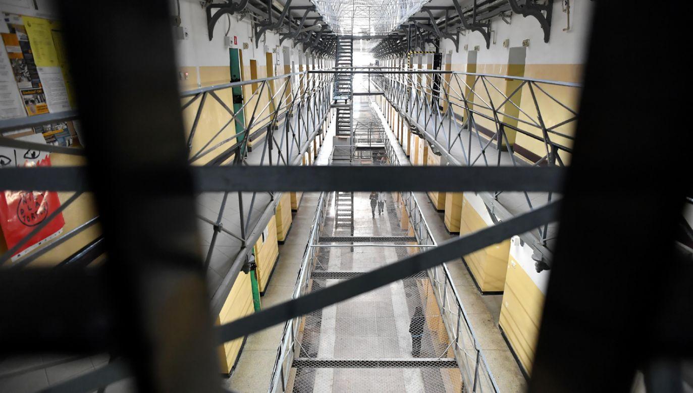 Gdy strażnik zaglądał przez wizjer, ofierze kazano chować się w toalecie (fot. PAP/Piotr Polak)