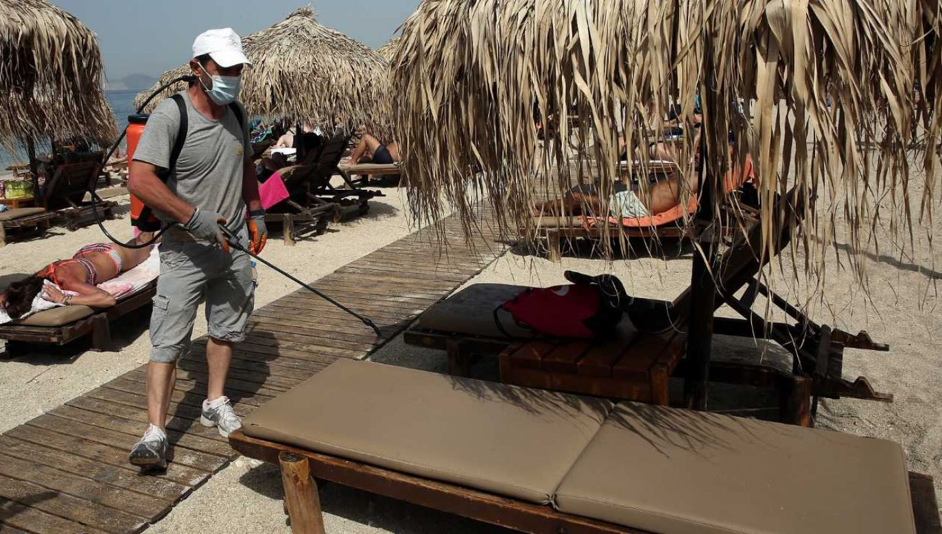 Grecka gospodarka jest uzależniona od turystyki (fot. PAP/EPA/ORESTIS PANAGIOTOU)