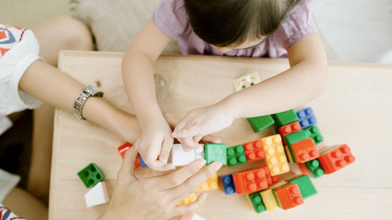 Na zmiany bardziej narażone są kobiety (fot. Shutterstock)