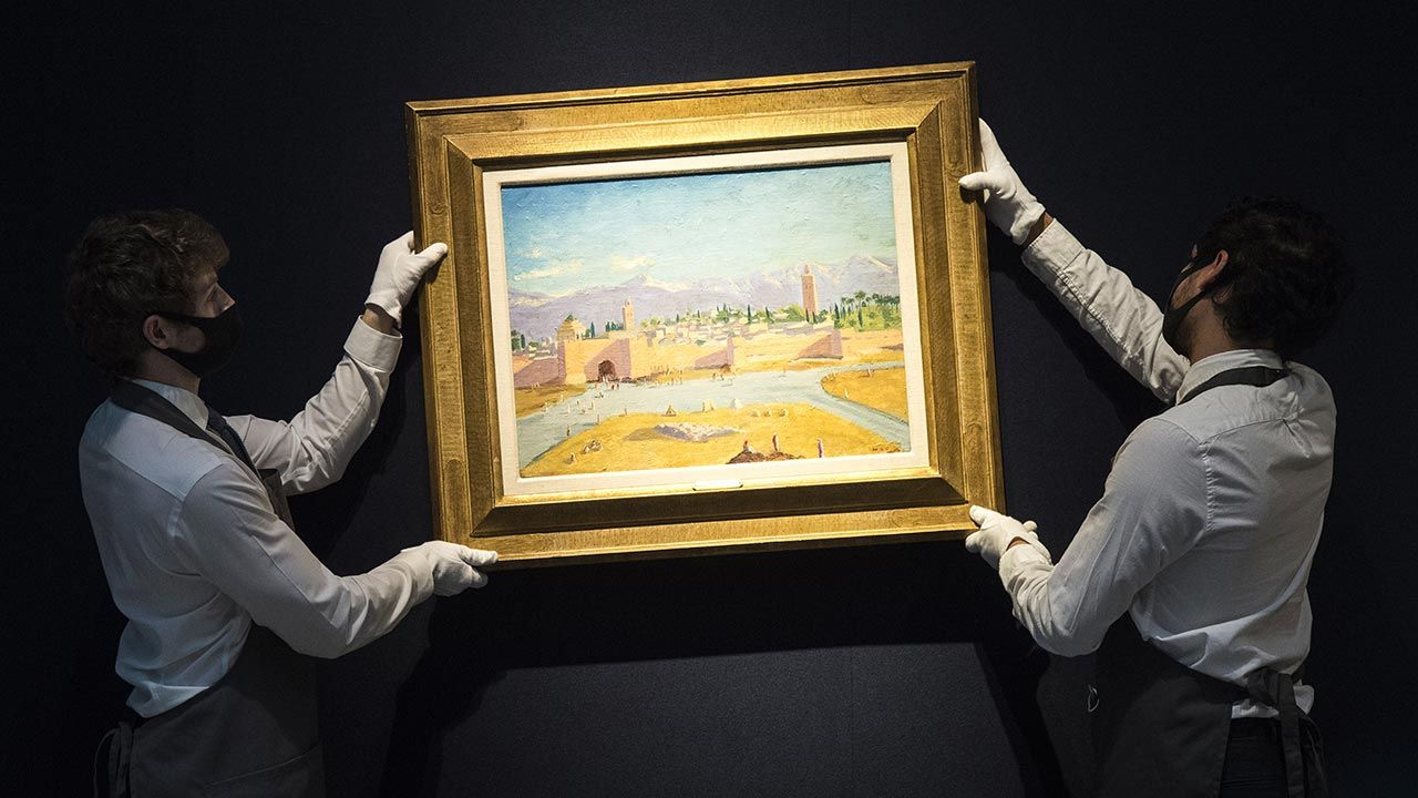 """Obraz """"Wieża Meczetu Księgarzy"""" Winstona Churchilla (fot. Ian West/PA Images via Getty Images)"""