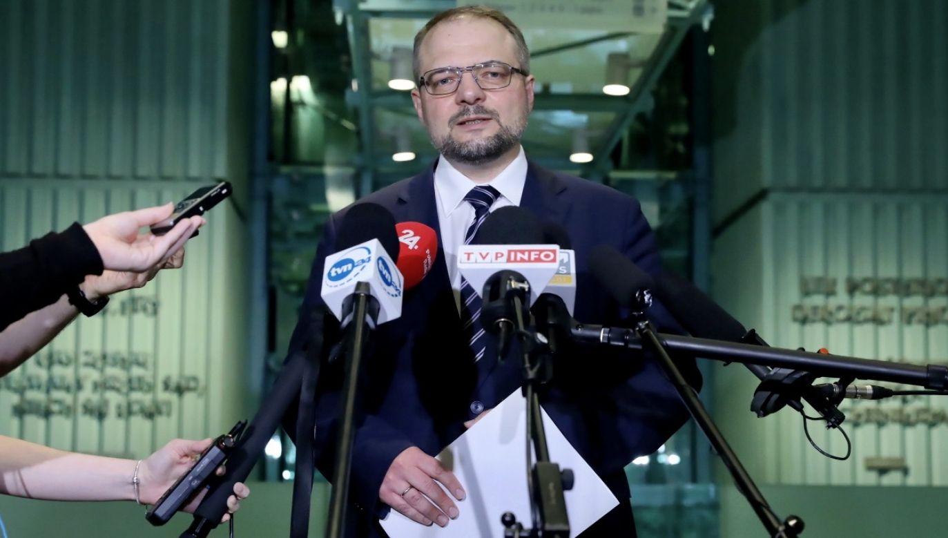 Zostałem zaszczycony tą nominacją, także jestem do państwa dyspozycji od dzisiaj – powiedział do dziennikarzy prof. Aleksander Stępkowski (fot. PAP/Tomasz Gzell)