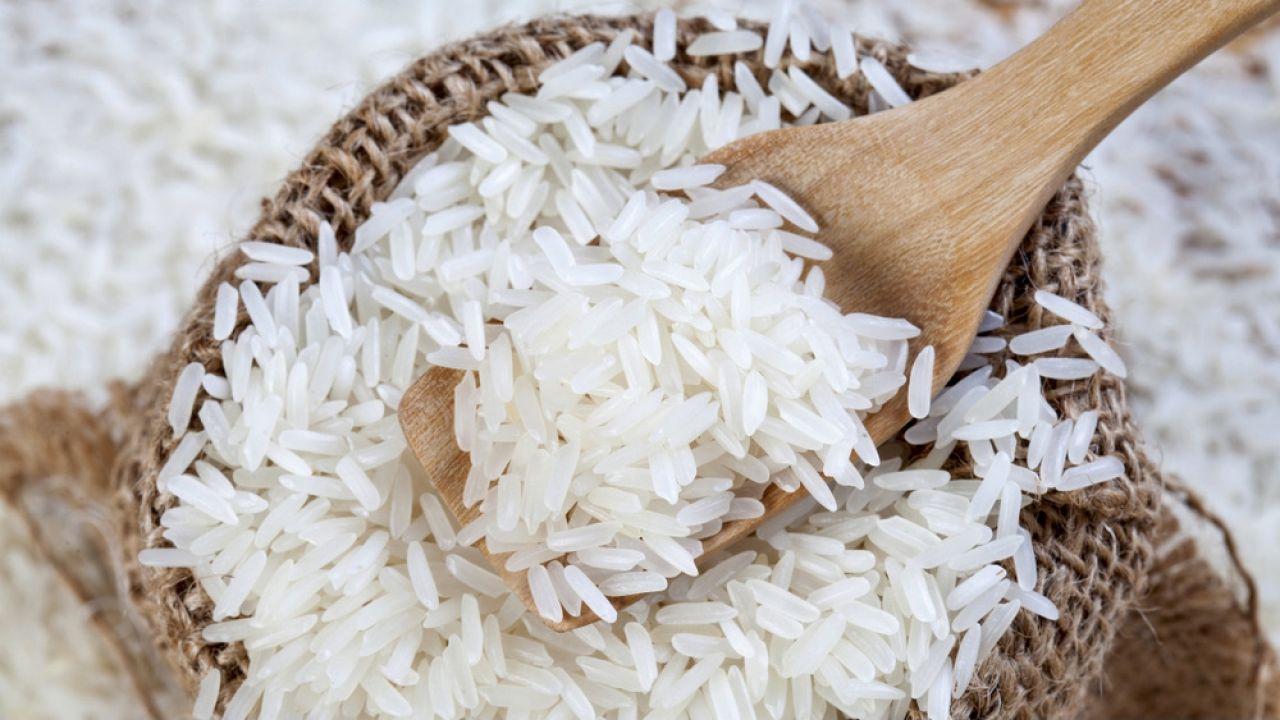 Ryż instant zawierał aż 13 miligramów mikroplastiku  (fot. Shutterstock/Suwan Wanawattanawong)