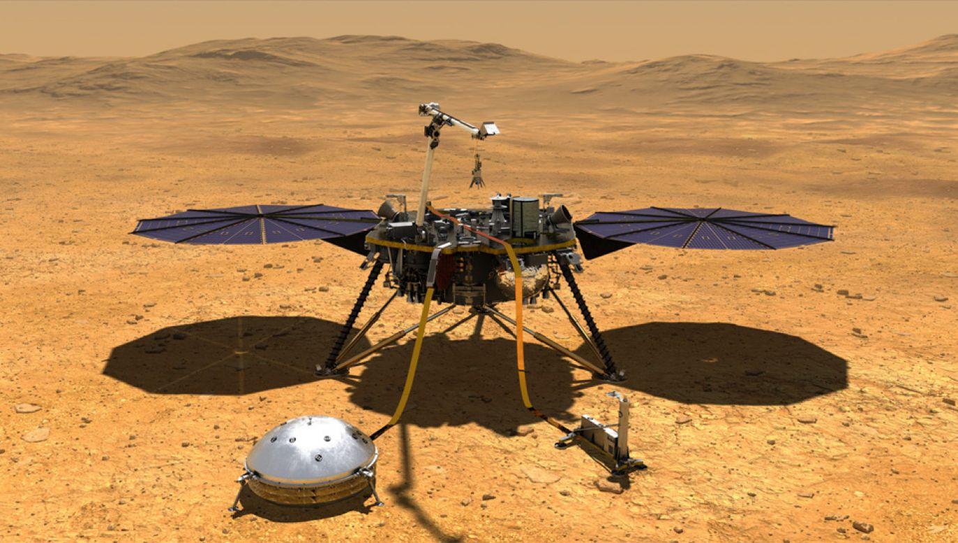 Sonda InSight bada powierzchnię Marsa (fot. NASA)
