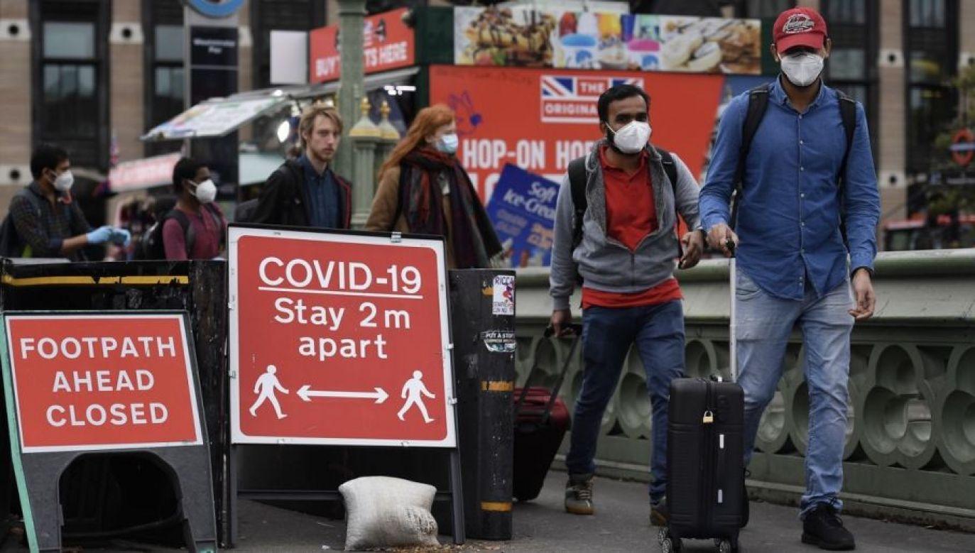 Informacje podała naukowa grupa doradcza ds. kryzysowych SAGE (fot. PAP/EPA/ANDY RAIN)