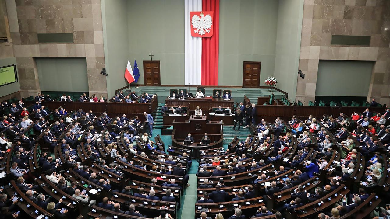 Tak dziś wyglądałby Sejm (fot. PAP/Wojciech Olkuśnik)