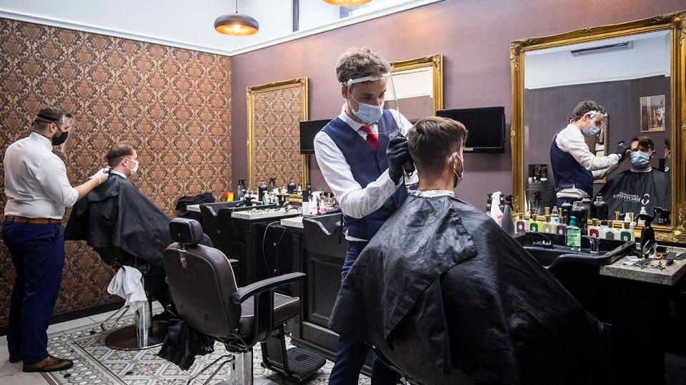 Konferencja premiera: kiedy otwarcie salonów fryzjerskich i restauracji? Koronawirus, III etap odmrażania gospodarki wieszwiecej - tvp.info