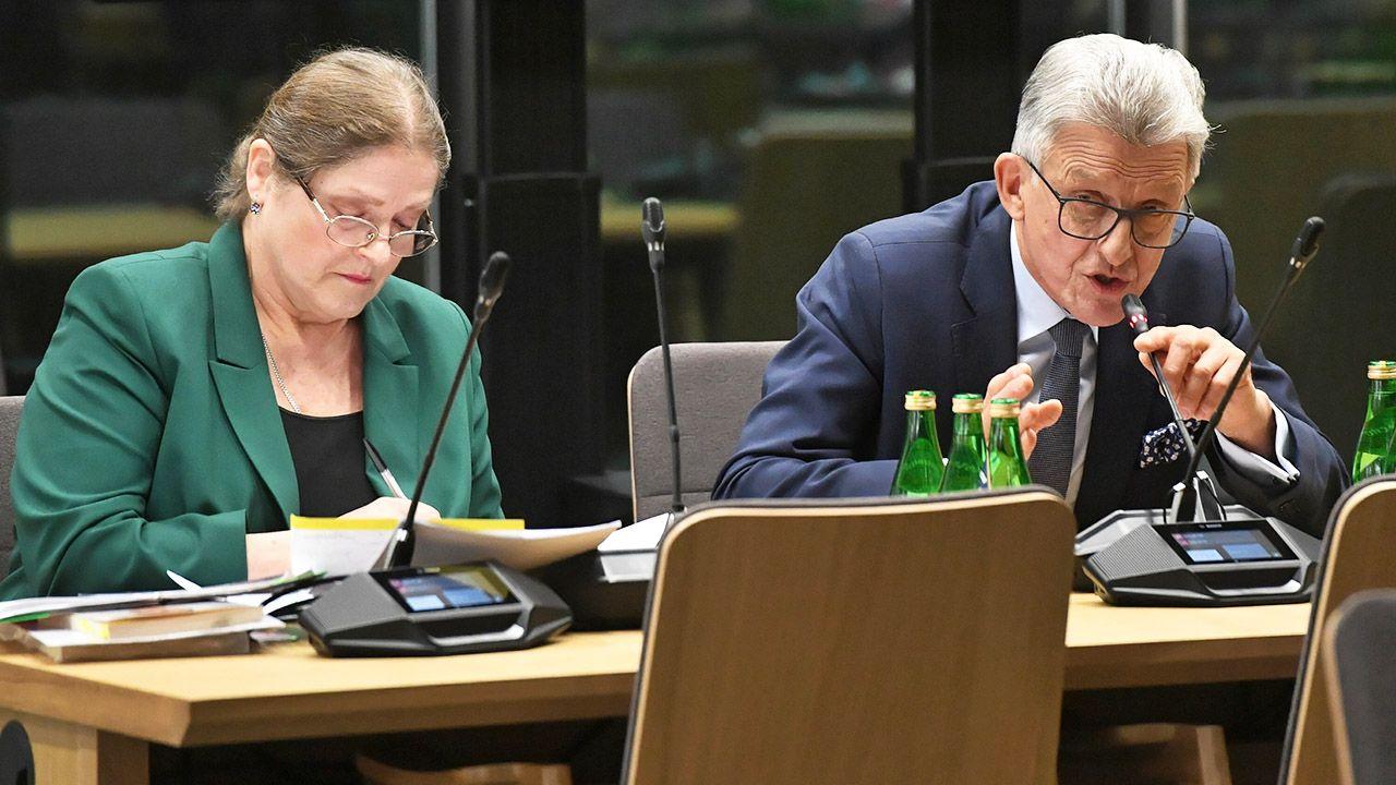 Kandydaci przez dwie i pół godziny odpowiadali na pytania posłów opozycji (fot. PAP/Radek Pietruszka)