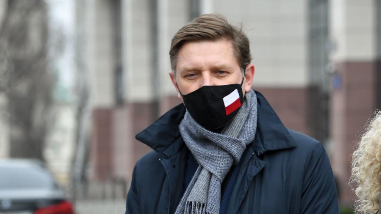Andrzej Rozenek na konferencji prasowej 3 marca (fot. PAP/Radek Pietruszka)