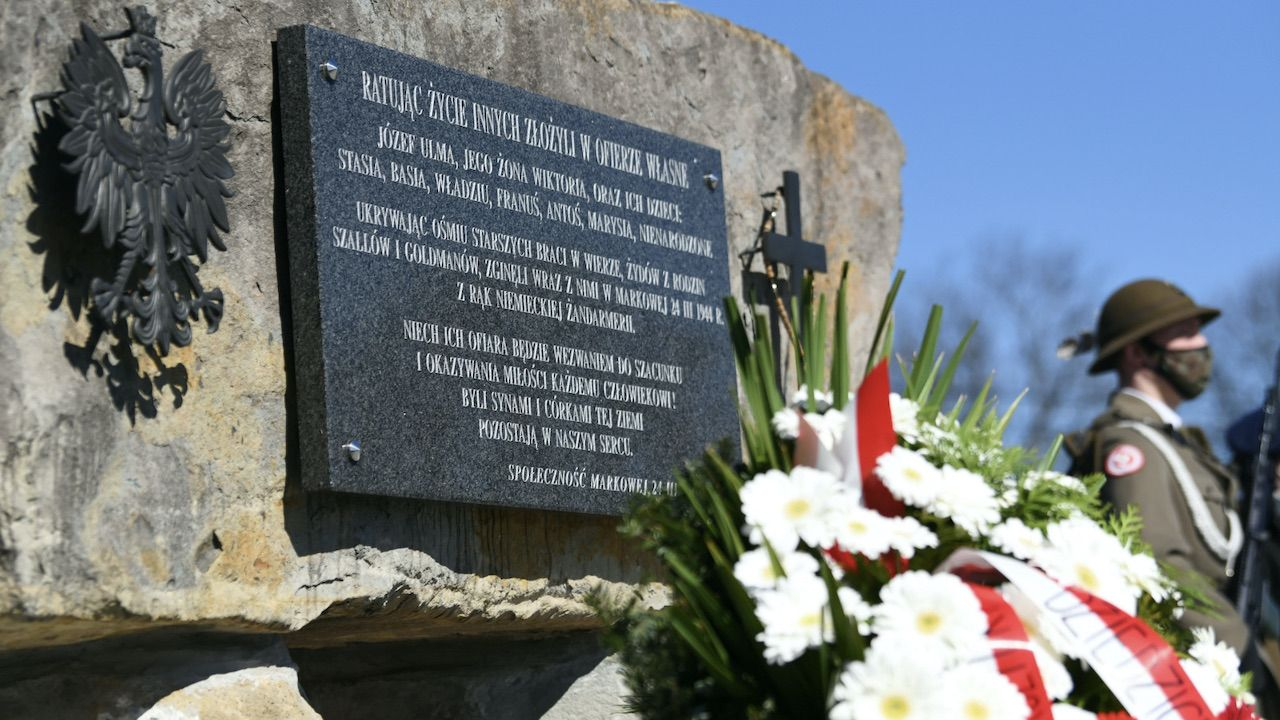 Pomnik upamiętniający rodzinę Ulmów (fot. PAP/D.Delmanowicz)