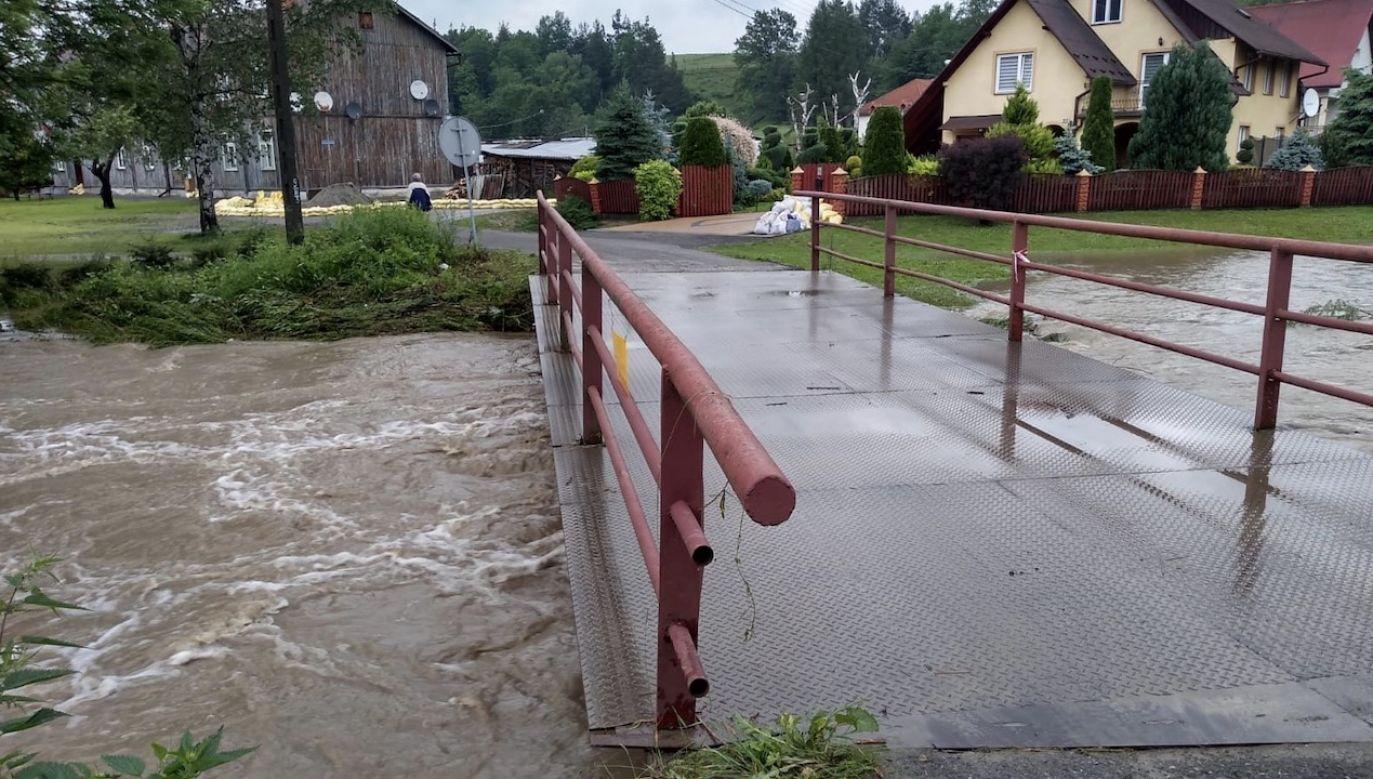 Intensywne opady deszczu spowodowały, że systematycznie podnoszą się poziomy rzek (fot. WOT)