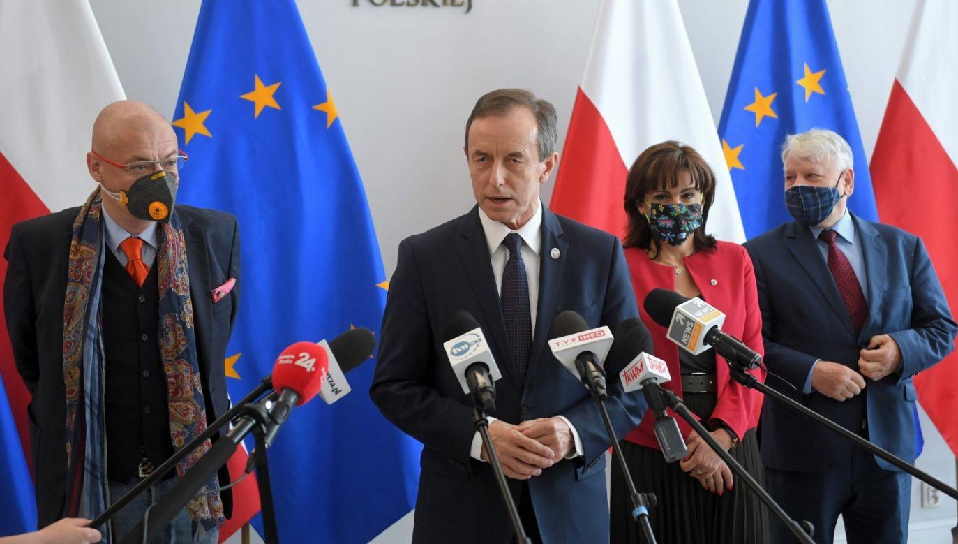 """Zdaniem posła PSL, """"wybory mogą się odbyć 28 czerwca, ale to nie jest konstytucyjny termin"""" (fot. PAP/Radek Pietruszka)"""