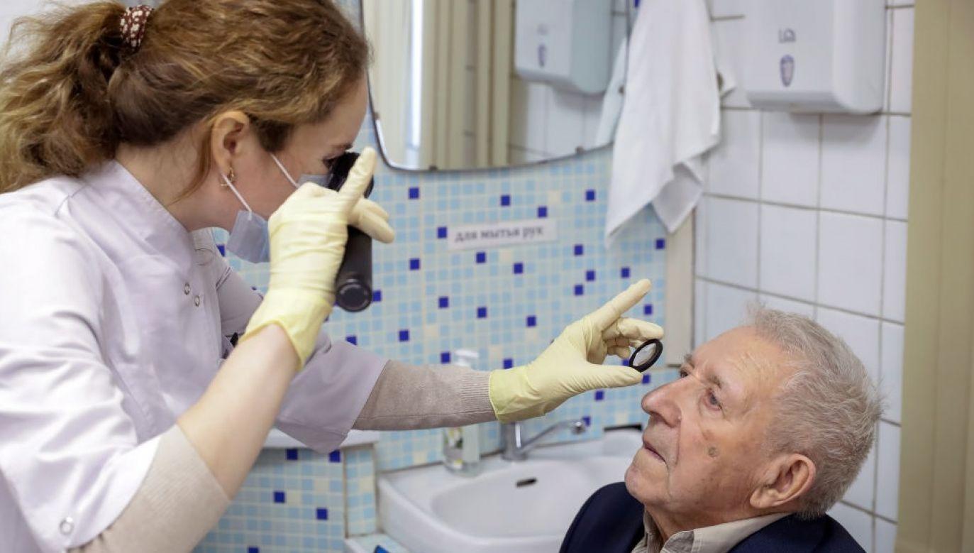 Taka wiedza pomaga ustalić priorytetów terapii. (Kirill Kukhmar/TASS via Getty Images)