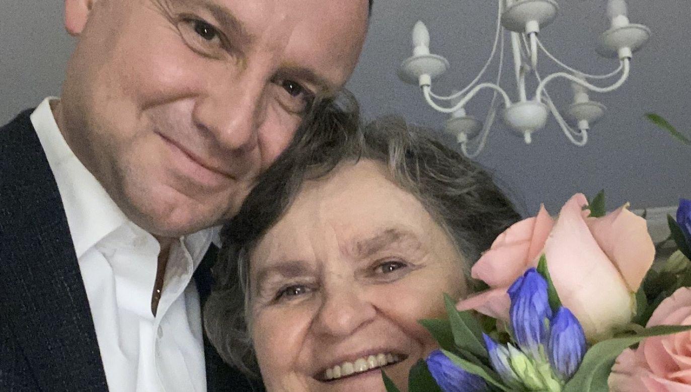 Prezydent Polski opublikował zdjęcie ze swoją mamą z okazji Dnia Matki (fot. tt/@AndrzejDuda)