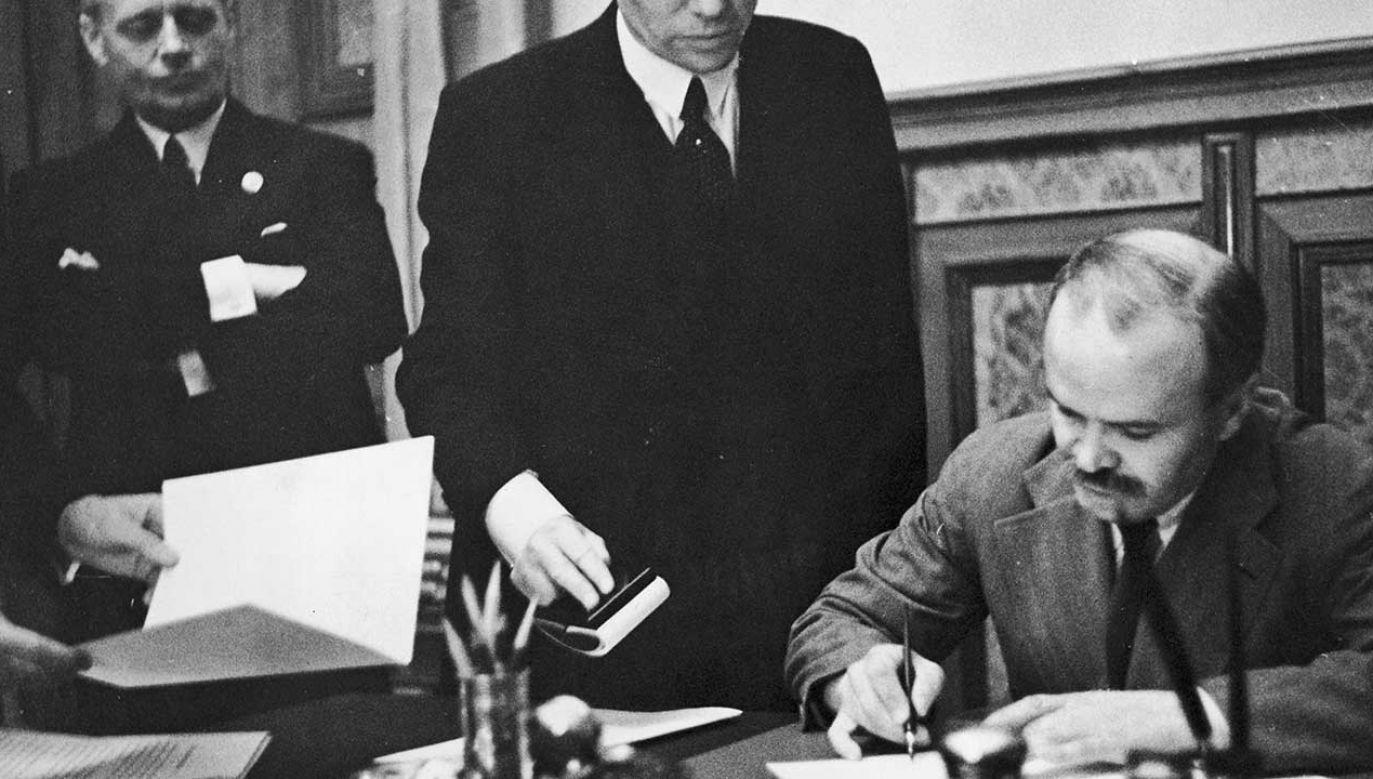 Eurodeputowani przypomnieli o konsekwencjach paktu Ribbentrop-Mołotow (fot. Heinrich Hoffmann/Hulton Archive/Getty Images)