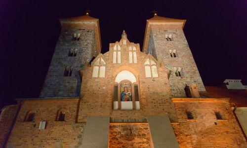 Dwie wieże świadczyły o wysokim znaczeniu tej świątyni. Fot. PAP/Andrzej Lange