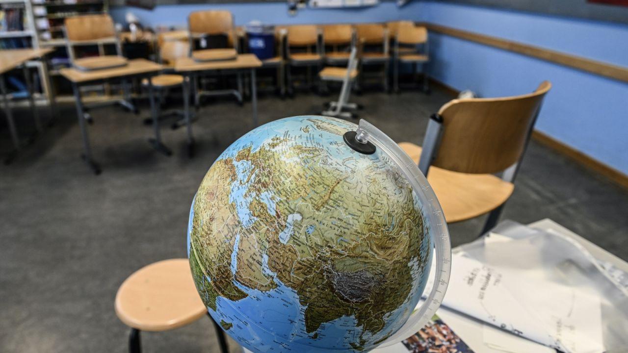 Uczniowie ED realizują tę samą podstawę programową, co uczniowie w edukacji stacjonarnej (fot. PAP/EPA)