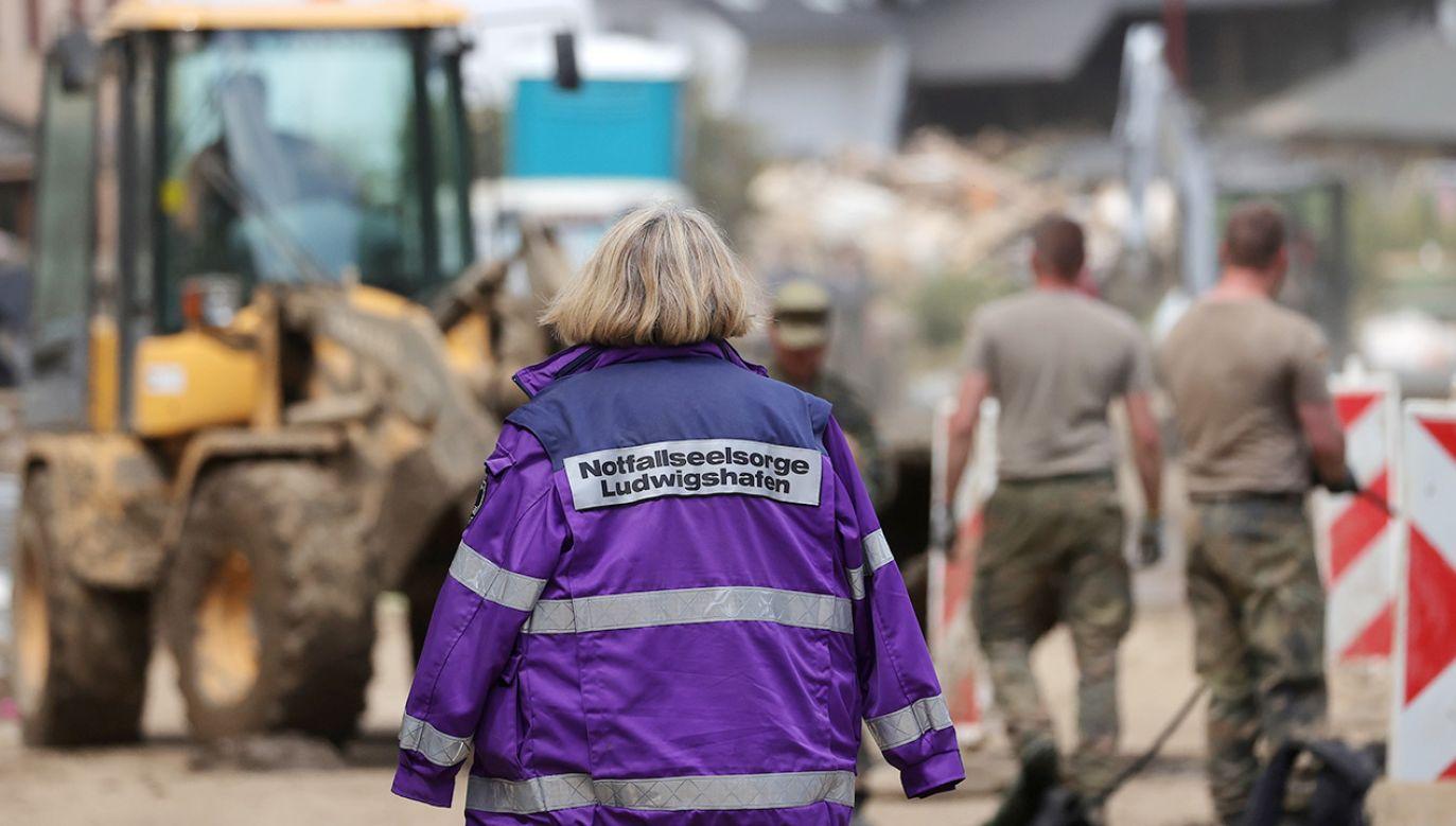 Ratownicy zamiast podziękowań często otrzymują wyzwiska i zniewagi (fot. PAP/EPA)