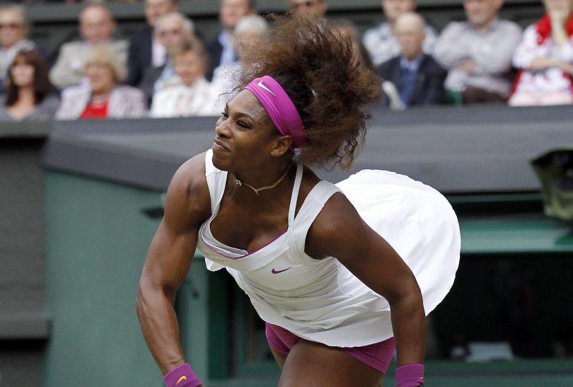 Serena Williams po raz kolejny wygrała na trawiastych kortach Wimbledonu (fot. PAP/EPA)