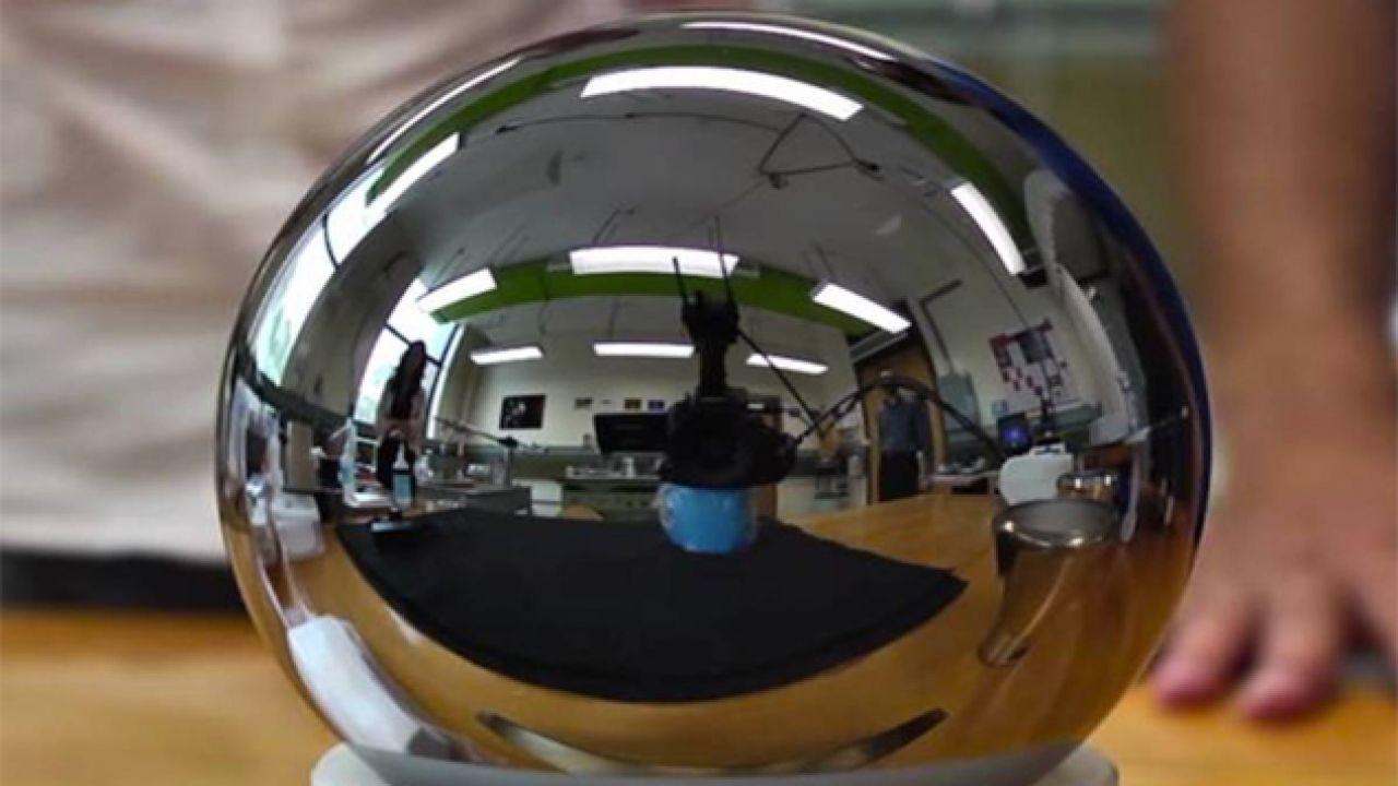 Idealna kula krzemu-28 o średnicy 93,75 mm ma ważyć równo kilogram (fot. CSIRO)