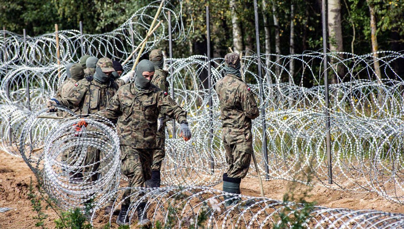 Służby zabezpieczają granicę z Białorusią (fot. A.Husejnow/SOPA Images/LightRocket/Getty Images)