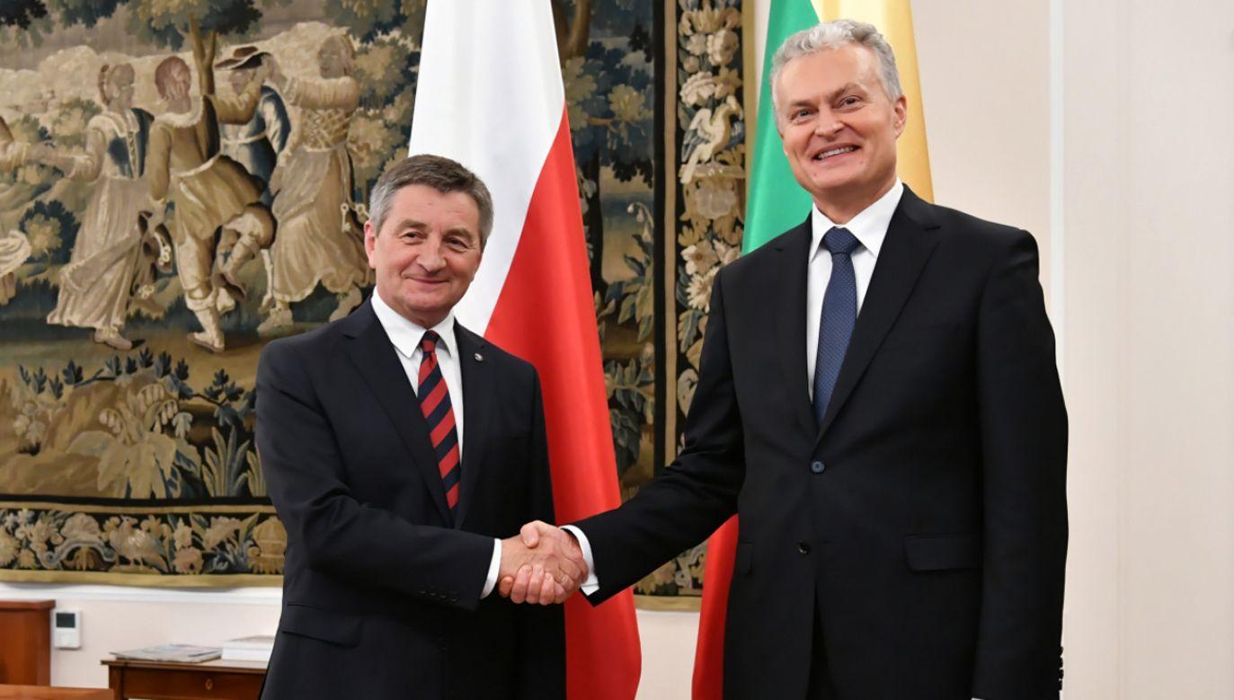Marszałek Sejmu Marek Kuchciński (L) oraz prezydent Litwy Gitanas Nauseda (P) podczas spotkania w Sejmie (fot. PAP/Piotr Nowak)