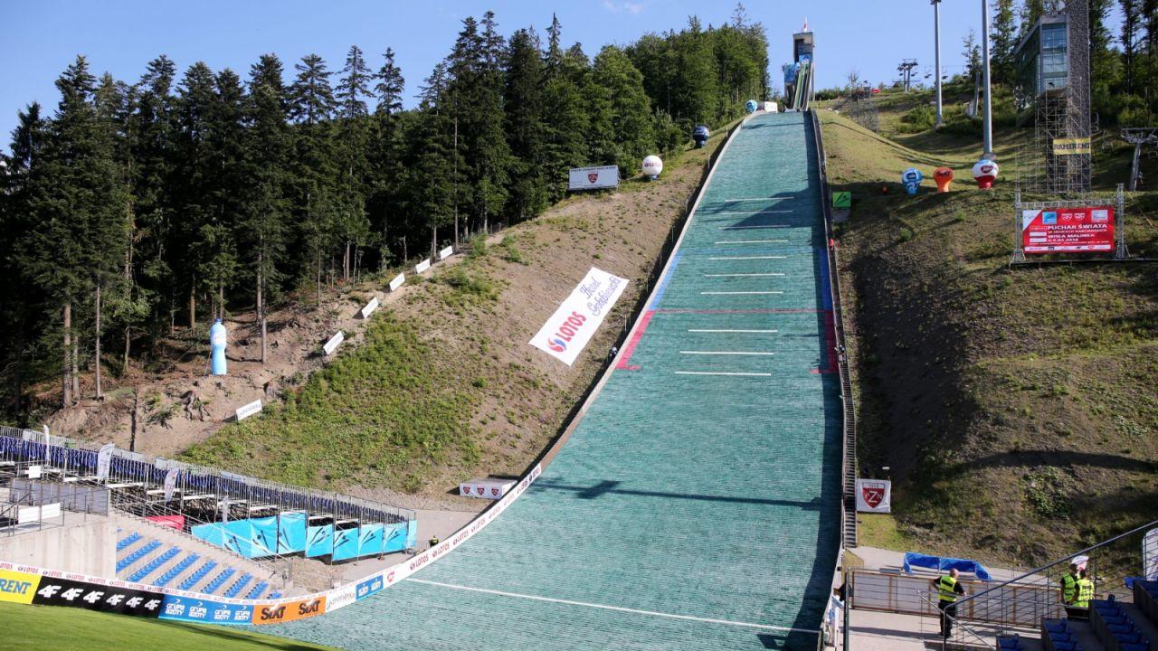 Skoki narciarskie. Obiekt im. Adama Małysza w Wiśle potrzebuje remontu (sport.tvp.pl)