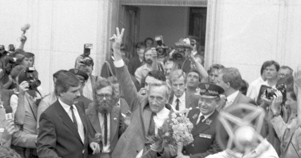 Tworzenie rządu Tadeusza Mazowieckiego odbywało się pod okiem SB. Nawet jak  na standardy PRL było to dość niezwykłe - TVP Tygodnik – Magazyn widzów i  czytelników