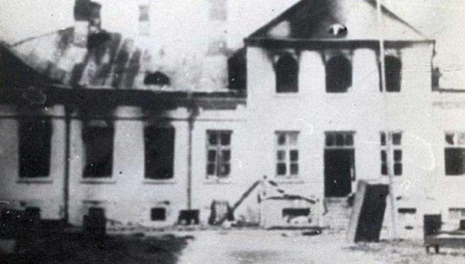 Budynek PUBP nie oparł się atakowi powstańców (fot. IPN)