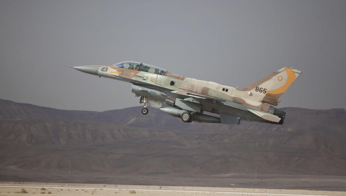 Izraelski samolot wielozadaniowy produkcji amerykańskiej F-16 w trakcie startu z lotniska Ovda (fot. Lior Mizrahi/Getty Images)