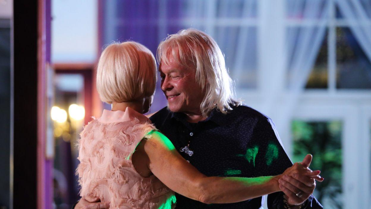 Podczas spotkania Zdzisław poprosił Krystynę do romantycznego tańca. Wyraźnie dało się odczuć, że gdyby nie kolejna zaplanowana aktywność, ta randka potrwałaby jeszcze co najmniej kilka godzin (fot. TVP)