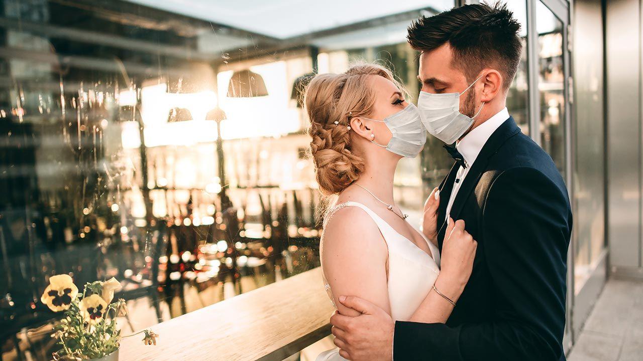 Od 6 czerwca umożliwiono organizowanie wesel z maksymalną liczbą 150 gości (fot. Shutterstock/ LL_studio)
