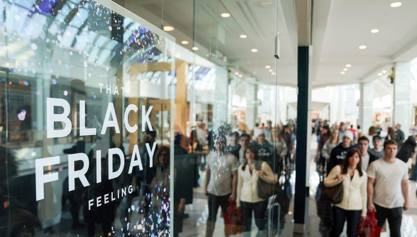 Dopiero 28 listopada centra handlowe zostaną ponownie otwarte (fot. Sarah Silbiger/Reuters)