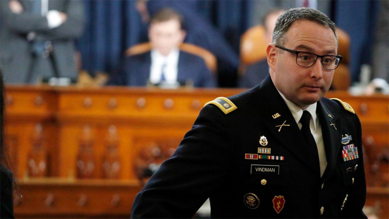 Zeznania podpułkownika Alexandra Vindmana obciążyły prezydenta (fot. PAP/EPA/Jacquelyn Martin / POOL)