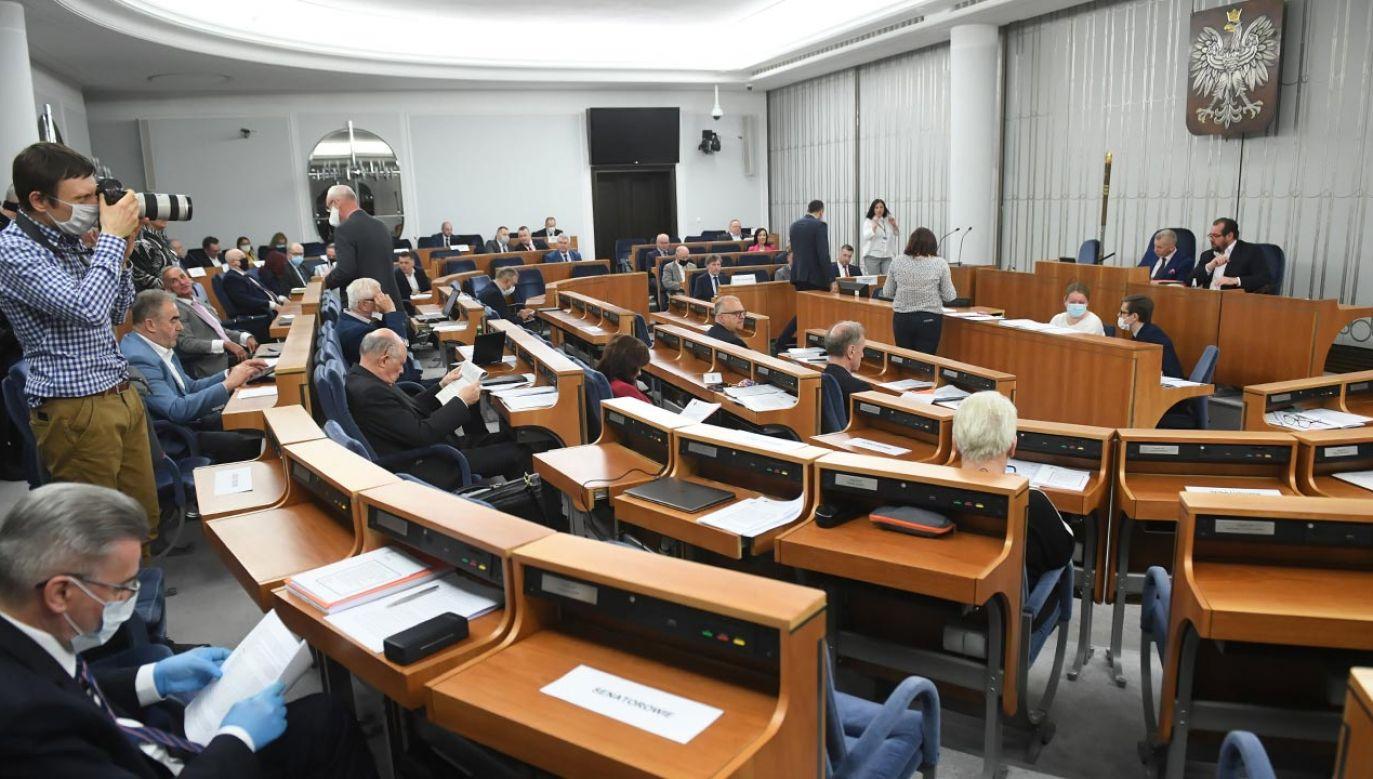 Ustawa o wyborach korespondencyjnych jest procedowana w Senacie (fot. PAP/Radek Pietruszka)