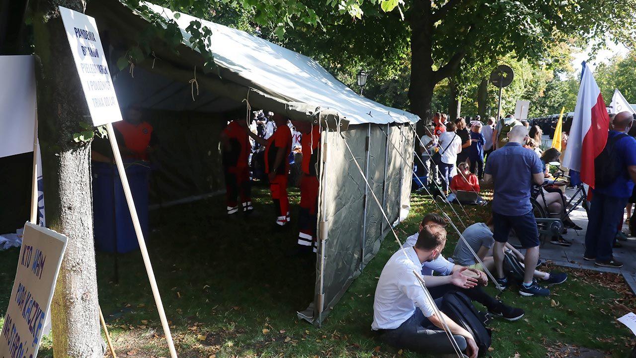 Spotkanie z protestującymi medykami (fot. PAP/Tomasz Gzell)