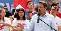 Na pewno nie należy wprowadzać tutaj szczepień obowiązkowych – mówił wiceszef PO (fot. PAP/Lech Muszyński)