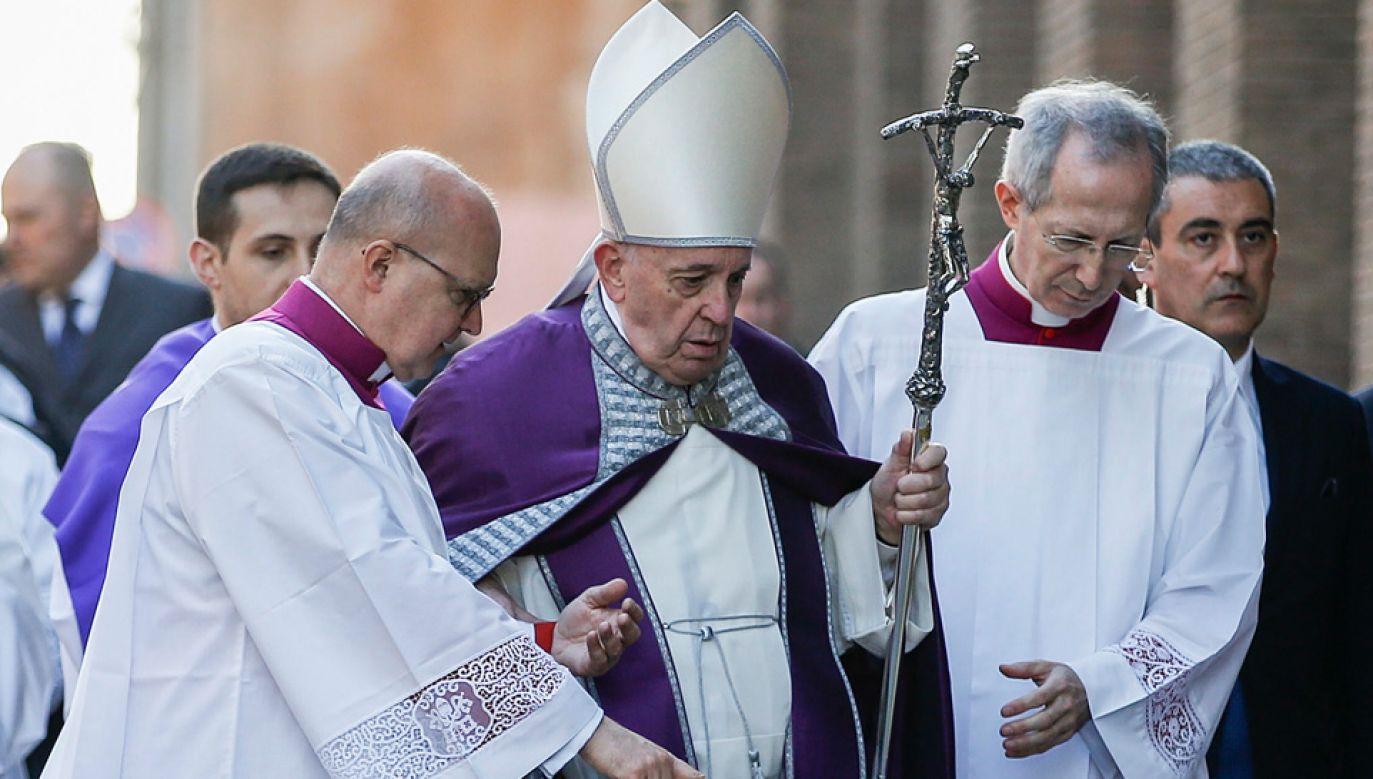 Papież pozostał w pobliżu watykańskiego Domu świętej Marty, gdzie mieszka (fot. PAP/EPA/FABIO FRUSTACI)