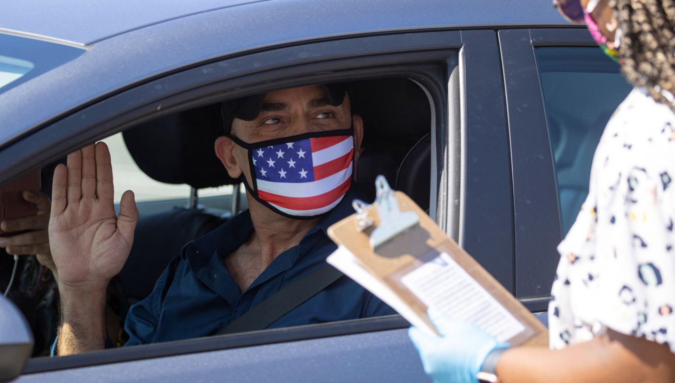 Szczególnie niepokojąca sytuacja epidemiologiczna panuje na Florydzie (fot. REUTERS/Mike Blake)