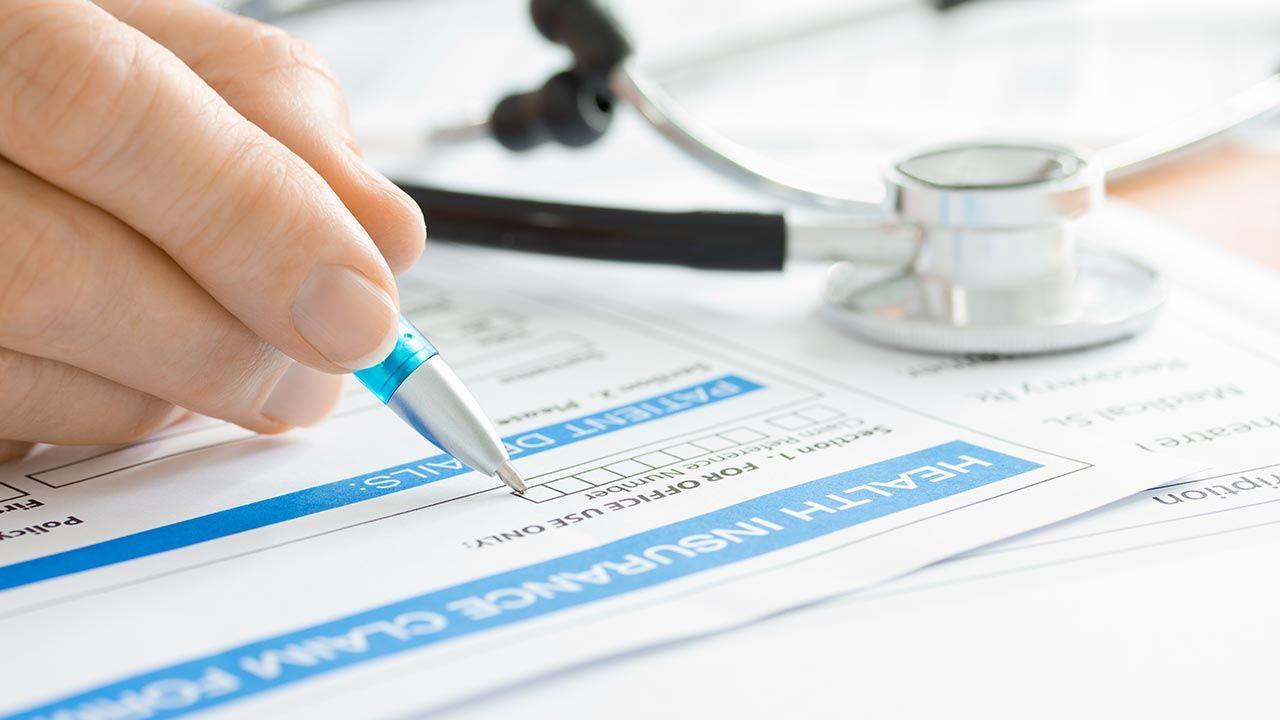 Od stycznia do czerwca 2020 roku Polscy wydali na ubezpieczenia zdrowotne 499,1 mln złotych (fot. Shutterstock/Pixsooz)