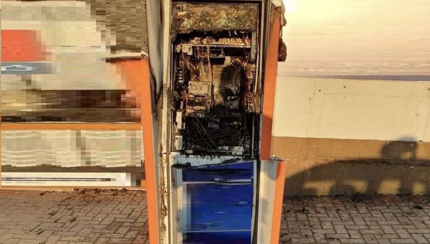 Jeden z bankomatów został zniszczony (fot. policja kujawsko-pomorska)
